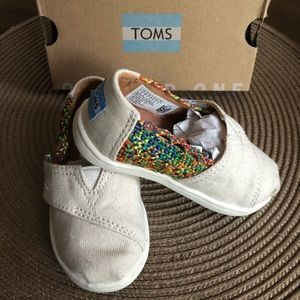 LIKE NEW- Size 6 Toddler Tiny Toms